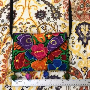 Embroidered crossbody. Floral print
